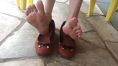 Candid girlfriend barefeet shoeplay
