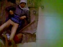 indonesia-ngintip jilbab hijab mesum di kontrakan