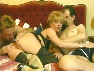 Download video bokep Slut wife plays with two guys and arsefucks  Mp4 terbaru