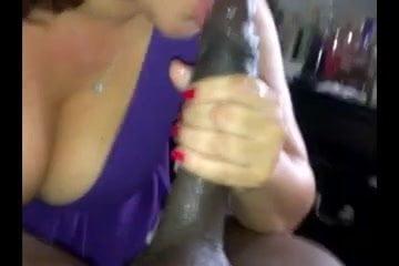 Mature big booty shaking her ass