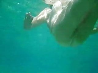 Download video bokep Ful naked nude MILF under the water with hairy pussy  Mp4 terbaru