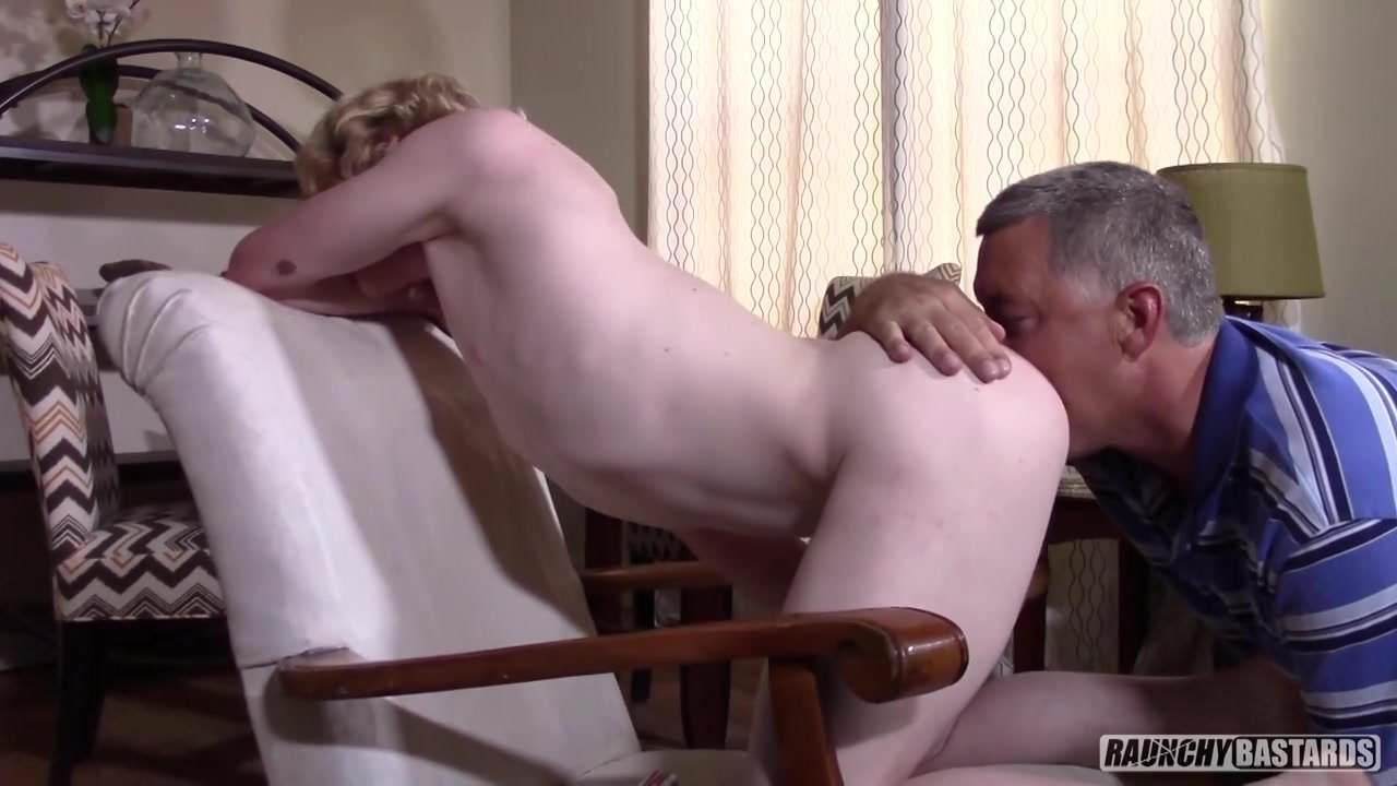 Cock hungry twink takes it bare