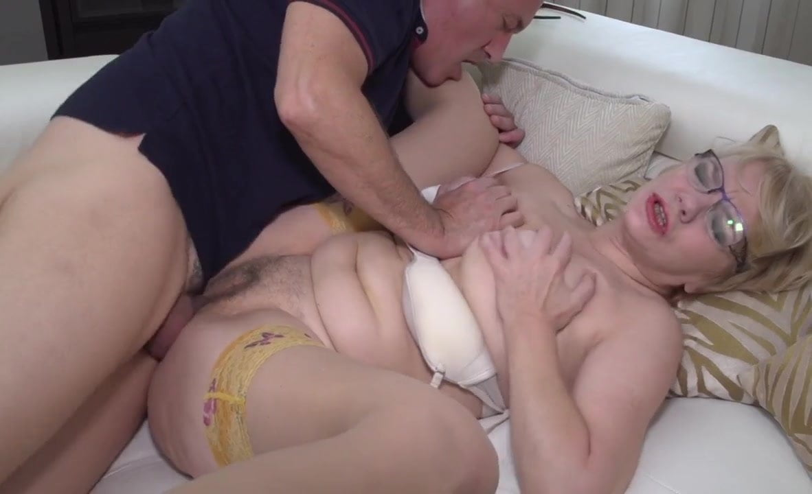 Milf Opens Wide her Juicy Mature Pussy. Cougar Sex