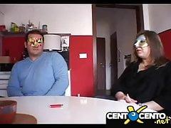 Noemi di Modena e marito cuckold! Gode nel culo