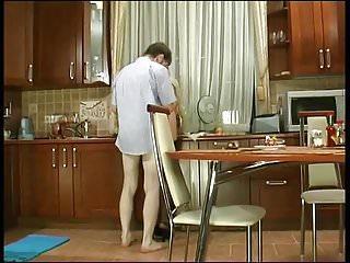 Download video bokep Mama rusa en la cocina Mp4 terbaru