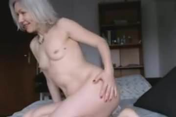 Beautiful milf play and cum!