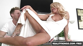 RealityKings - Milf Hunter - Gina West Levi Cash - Doing Gin