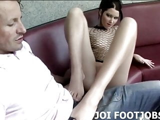 Lube up my feet so I can give you a footjob