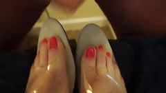 Cum on summer toes