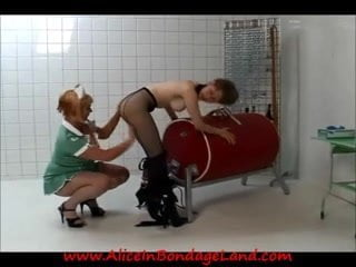 Squirting mature twat fucked by old dude