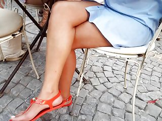 Girls sexy crossed perfect legs feets toes