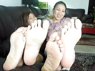 Preview 1 of 2 thai girls toe wiggle tease 2