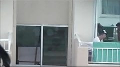 Exhibition sur son balcon