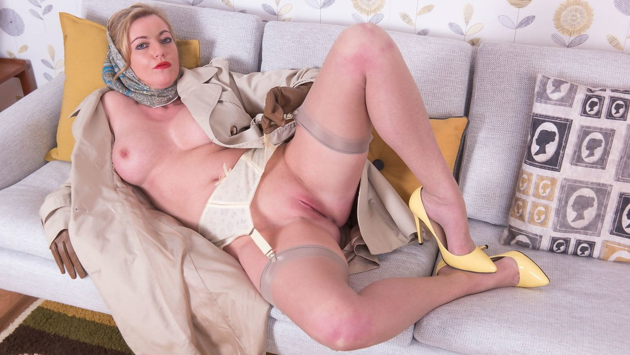 Free download & watch blonde milf flashing wanking in sheer nylon retro suspenders         porn movies