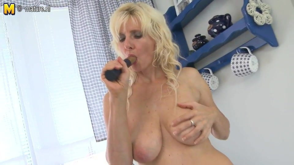 Free download & watch hot mature mom with hungry vagina         porn movies