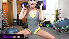 Fitness Rooms Blonde USA babe Lindsey Cruz
