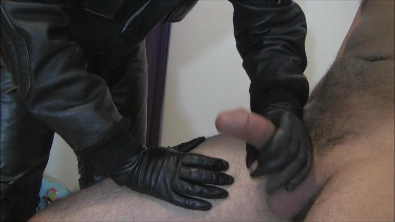 robert-glove-porn