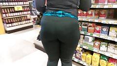 Phat ass organic MILF in spandex (no panties)