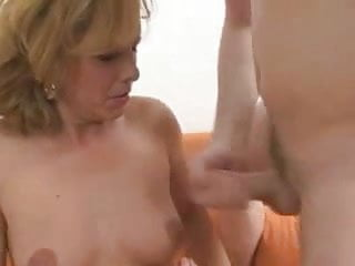 Download video bokep Pretty Hot Mom With Young Boy Mp4 terbaru