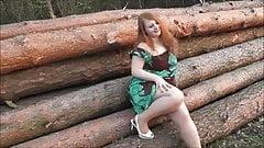 Junge fette Fotze wird Outdoor gefickt