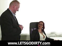 Angestellter darf seine Chefin ficken