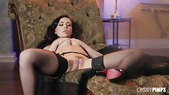 Glamorous Beauty Whitney Wright Fingering and Masturbating