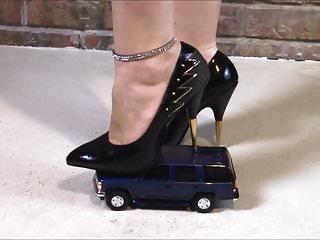 Car Crush with metal heel pumps! Giantess Jewel gets even