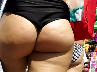 Sexy European Dame Have Huge Mushy Butt Walking Near Beach