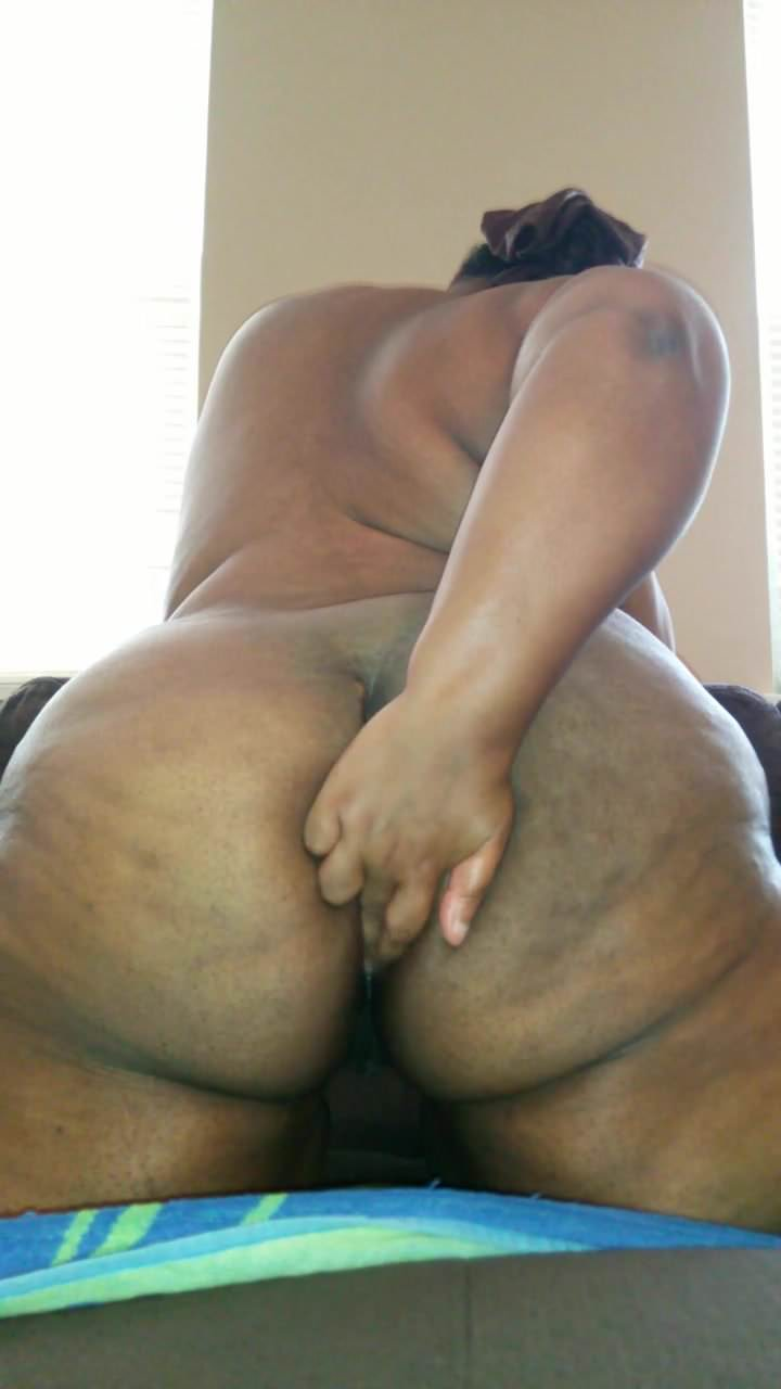 Bbw flexing her wet asshole