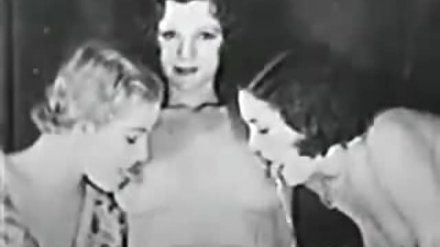 1920s Vintage Pussy - Vintage Lesbian Threesome - 1920s-30s