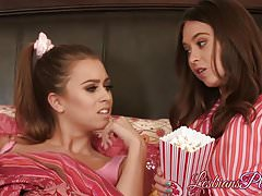 Babes Jill Kassidy and Riley Reid having a passionate time