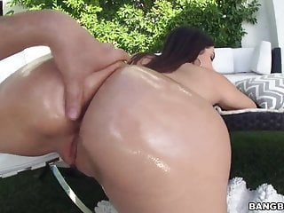 Oiled ass Valentina Nappi does anal