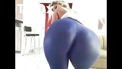 Rabuda gostosa com bunda muito grande se exibindo