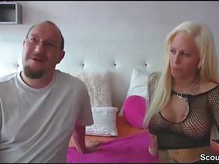 Kleine Deutsche Schlampe fickt mit fremden Typen rum