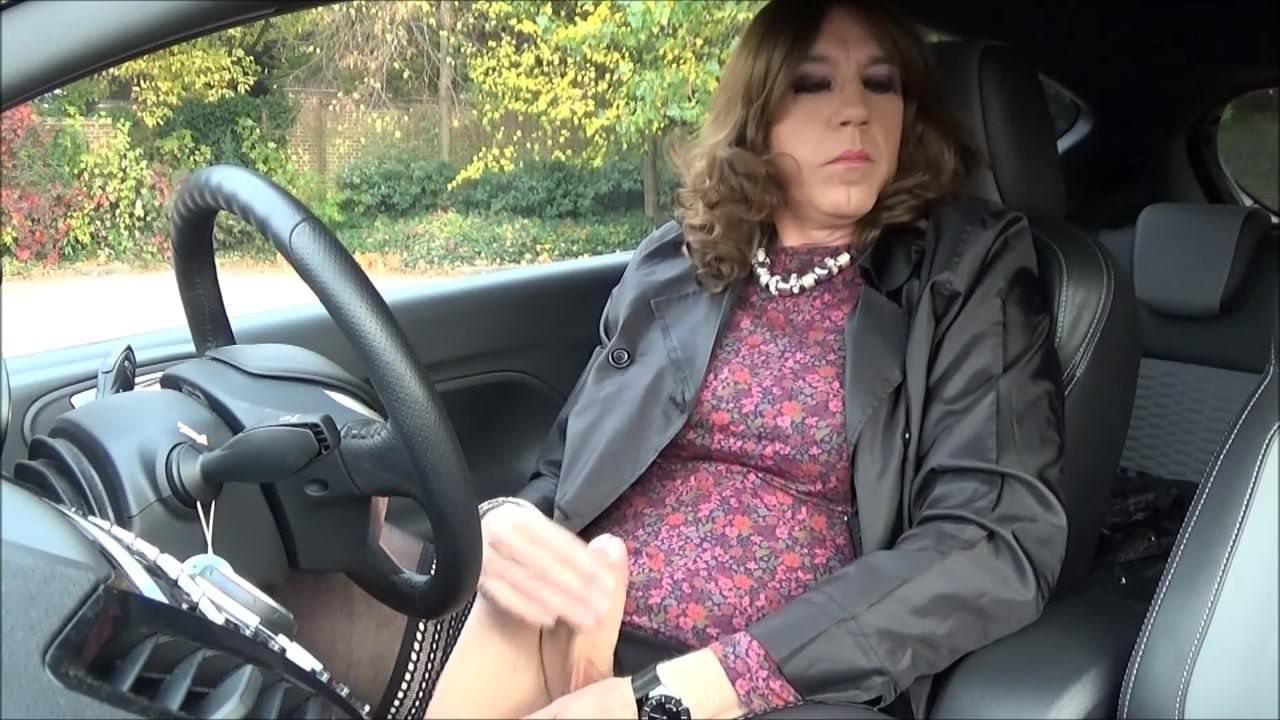 Friends suck cock in convertible