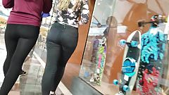 SEXY TEEN GREAT BODY TIGHT JEANS ASS