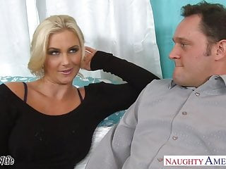 Hot wife Phoenix Marie gets pink twat fucked