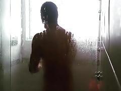 el titi en la ducha