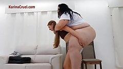 Огромный вес для худенькой рабыни Yasmin