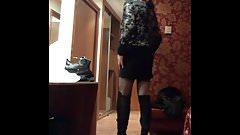 Mini con botas mosqueteras