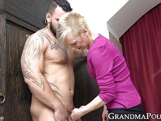 Kinky Grandma Sucking Hunk Ass And Cock Before Eating Cum