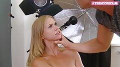Блондинка-тинка наслаждается ее анальной сессией в первый раз