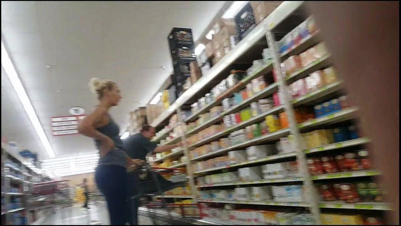 milf-cockteasing-in-grocery-store