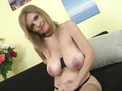 Miss mature SUPER TITS feeding her posh pussy