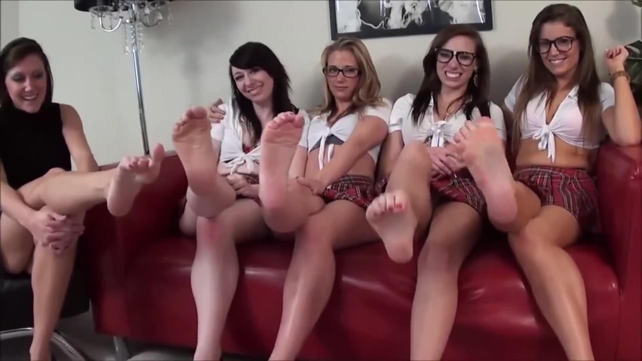 5 Girls w Sexy Sweaty Stinky Feet
