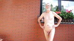 Nackedeis naked walk 001