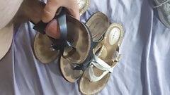 Cum over mom's sandals