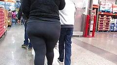 Fat juicy ass Latina BBW in Spandex tights