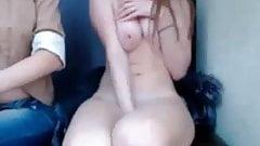 Desnudansode en publico por webcam 1