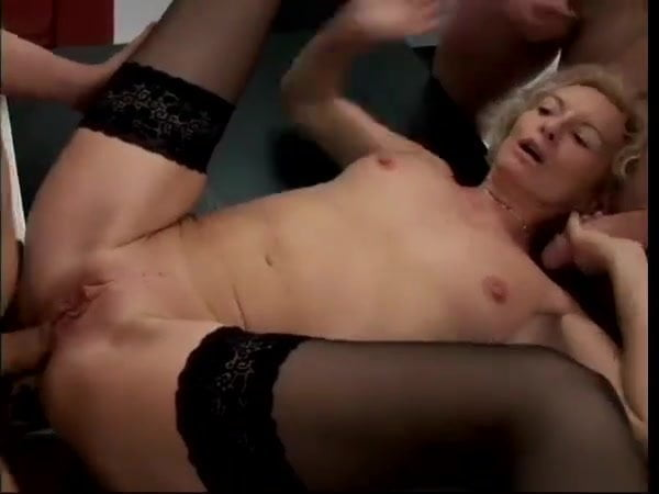 BLONDE GERMAN MATURE BEAUTY GANGBANGED